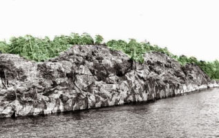 (Courtesy of reddit http://www.reddit.com/r/pics/comments/2muv2x/a_camouflaged_swedish_navy_ship/)